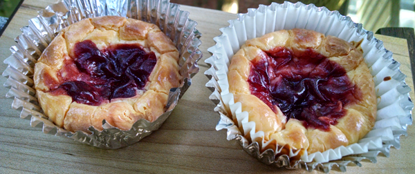 Low Carb Cheesecake Berry Muffins