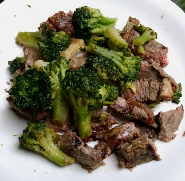 Low Carb Dinner: Leftover Steak & Broccoli