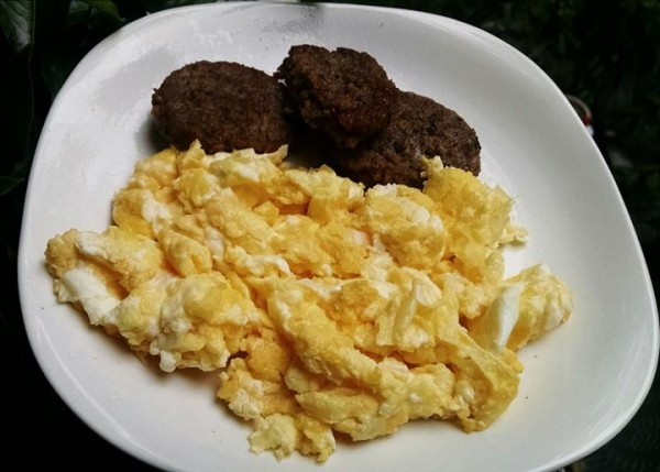 LCHF: Sausage and Cheesy Eggs
