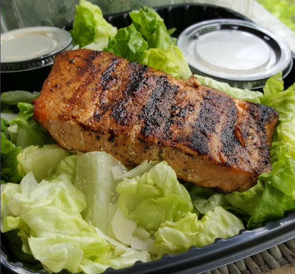 Low Carb Dinner at Applebees : Grilled Salmon on Caesar Salad (no croutons)