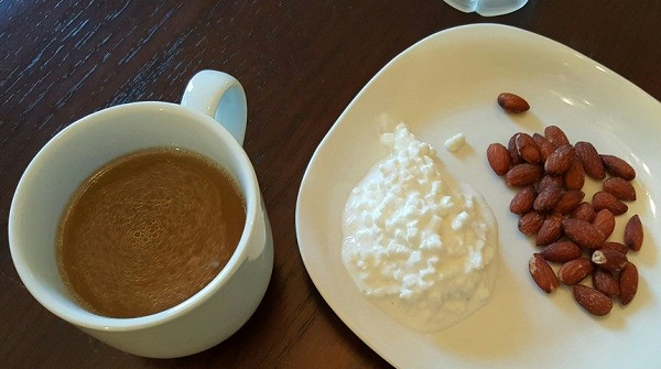 Low Carb Foods: Chicken Broth, Cottage Cheese & Almonds