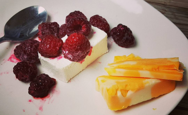 Easy Low Carb Snack : Raspberries & Cream Cheese, Colby Jack Cheese