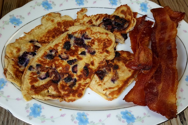 Low Carb Meal: Blueberry Crepes & Bacon