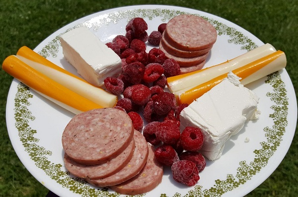 Low Carb Snacks : Summer Sausage, Cream Cheese, Raspberries & Borden Natural Cheese Sticks