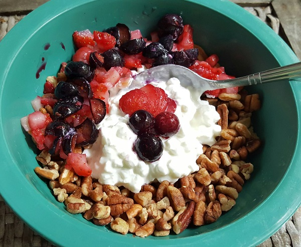 Low Carb Breakfast Cereal of Pecans, Berries & Cottage Cheese