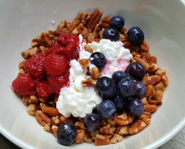Healthy LCHF Treat with Raspberries & Blueberries