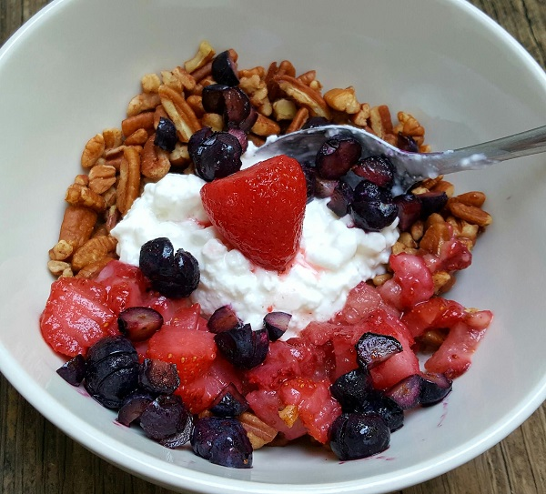 Healthy Low Carb Breakfast Cereal with Pecans & Berries