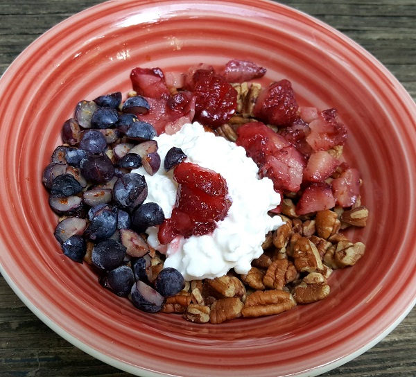 Healthy LCHF Breakfast with Pecans & Berries