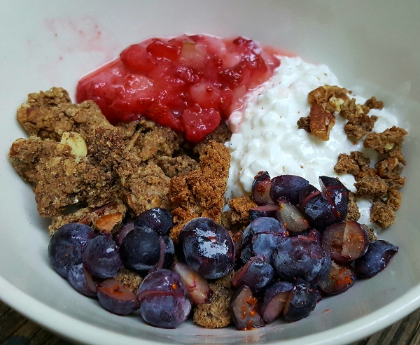 Low Carb Cereal with Nut & Flax Granola
