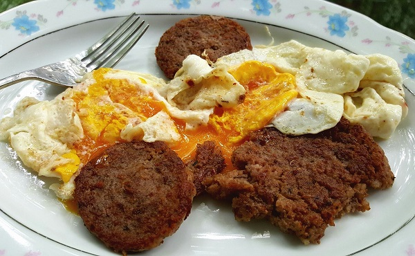 Sausage and Fried Eggs - Zero Carb Meal (.8 carbs)