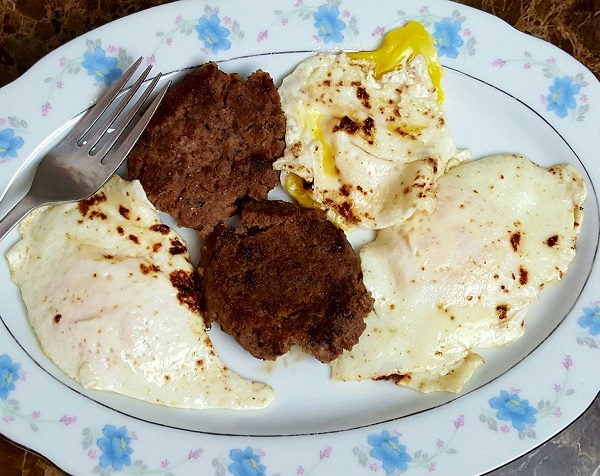 Zero Carb Meal : Sausage & Fried Eggs