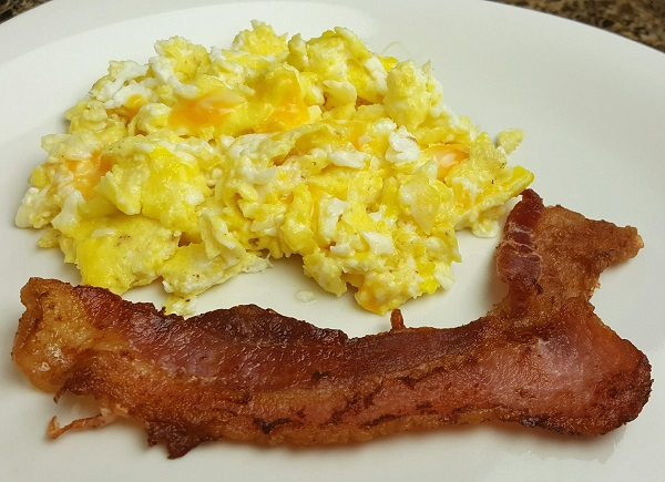 LCHF Breakfast of Bacon & Cheesy Eggs