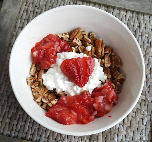 Healthy LCHF Breakfast Bowl