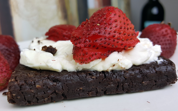 Low Carb Treat: Keto Bars with Cream Cheese & Strawberries
