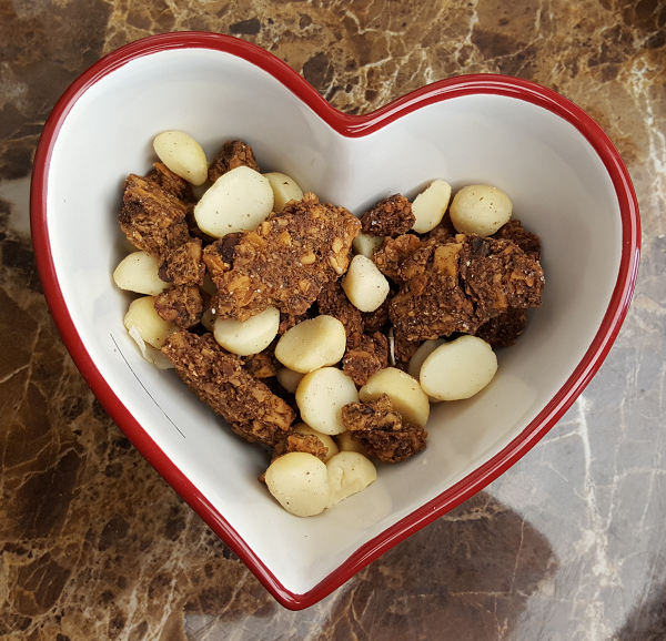Healthy Gluten Free Low Carb Snack Ideas - Paleo Granola & Macadamia Nuts