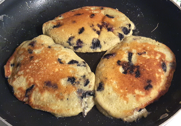 Cooking Fluffy Low Carb Pancakes