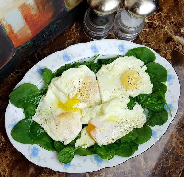 Healthy LCHF Meal - Fried Eggs over Fresh Spinach