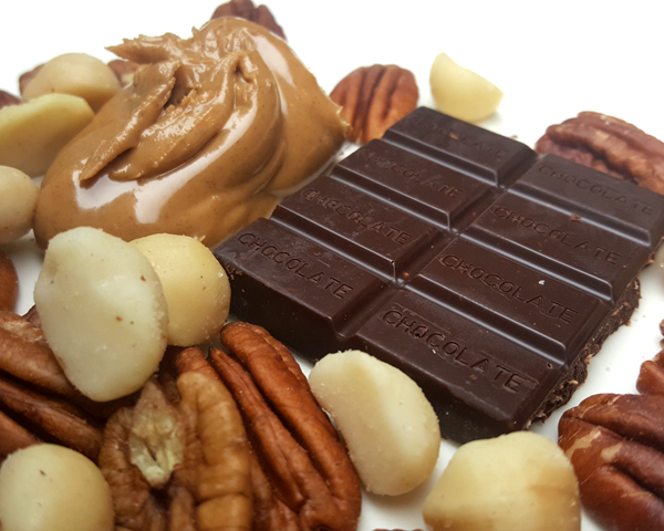 Low Carb Snacking: Sugar Free Chocolate, Peanut Butter & Nuts