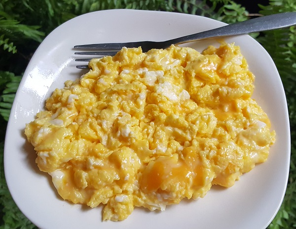 Very Cheesy Eggs, LCHF Meal: 4 Eggs scrambled in Real Butter with Colby Jack Cheese (cubed off the block)