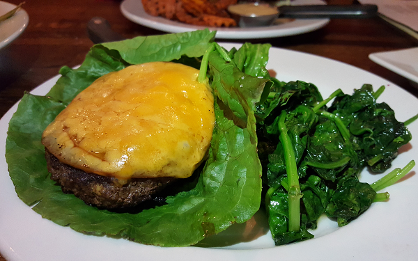 Low Carb Restaurant Lunch : Bunless Burger with Spinach
