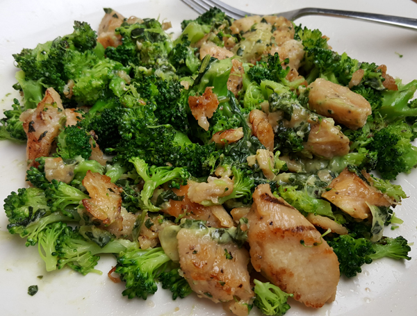 Healthy Low Carb Dinner - Grilled Chicken, Broccoli and Spinach