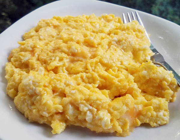 LCHF Breakfast: Eggs with Colby Jack Cheese